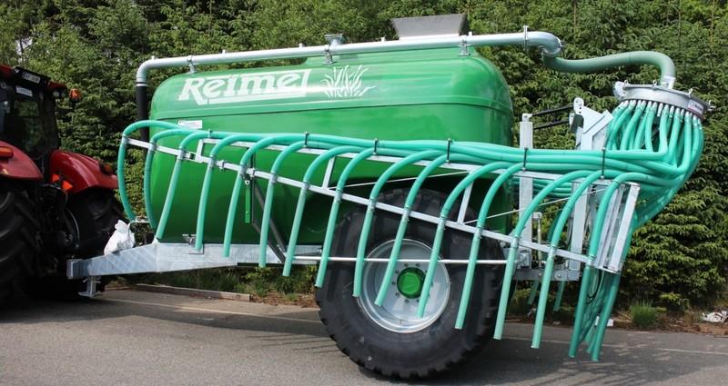 Reime P 10900 m/ standard pumpe, HD aksling, hjul 850R X 30,5, trakt og Reime stripespreder.